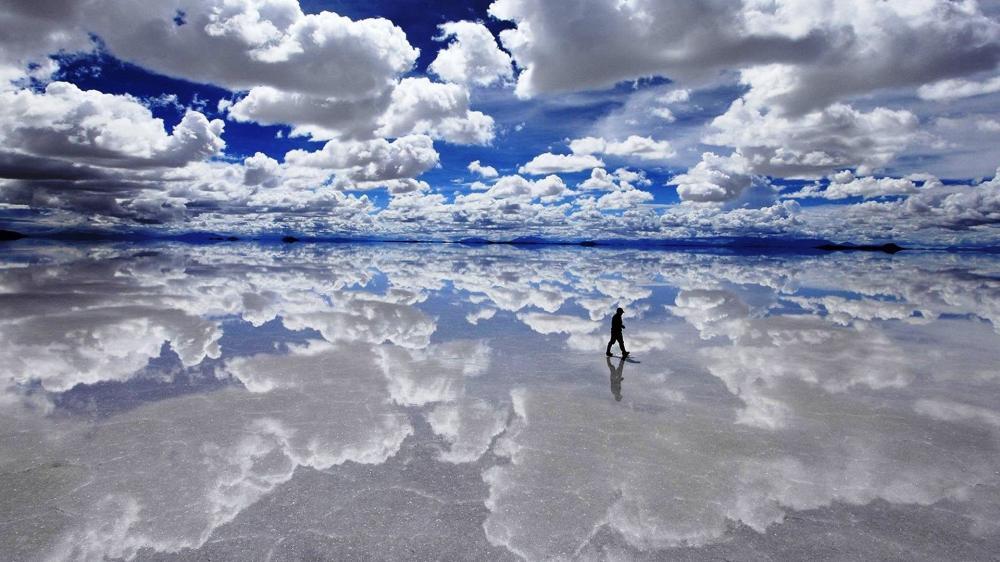 1. Salar De Uyuni Di Bolivia