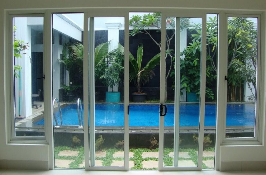Jendela Dengan Kaca Bening